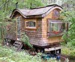 How To Build An Old-Style Caravan From Recycled Materials